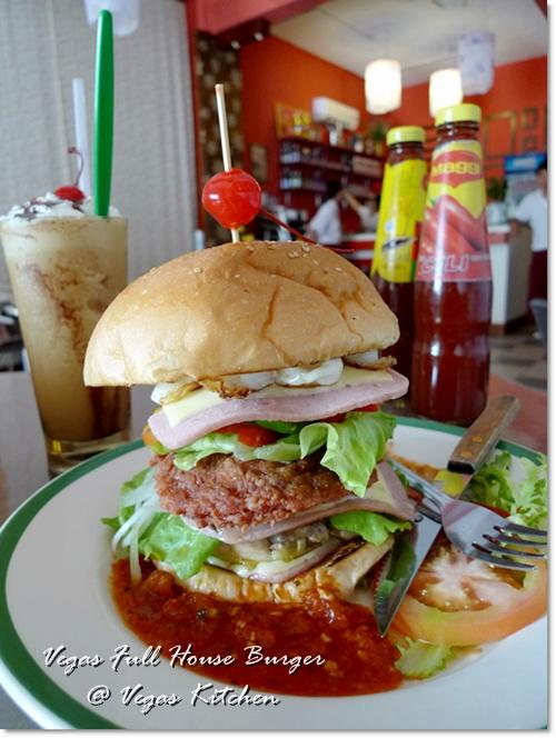 这照片没有拉高的效果,这汉堡真的那么高!图取自:j2kfm