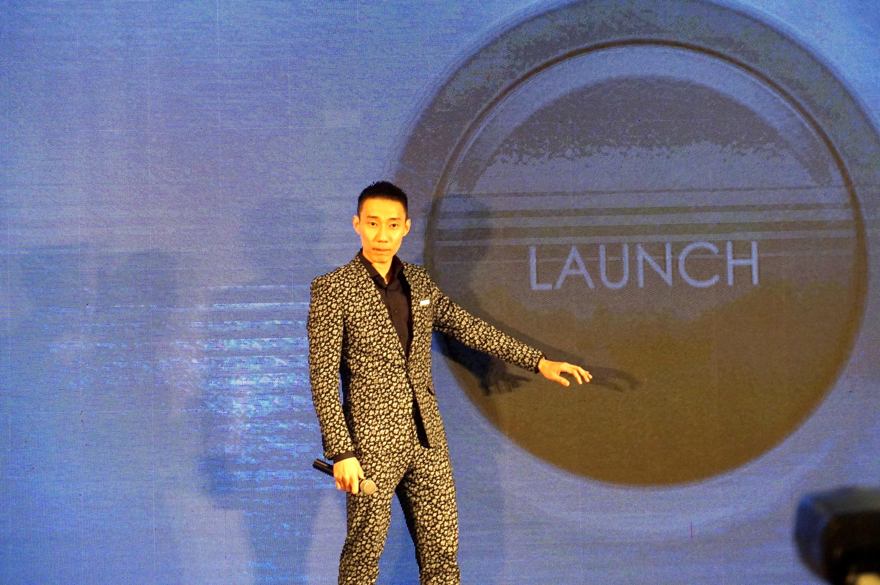 李宗伟为自己的自传改编电影站台,并主持电影易名为《LEE CHONG WEI》的启动仪式。-杨琇媖摄-